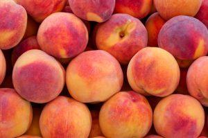 peaches calories